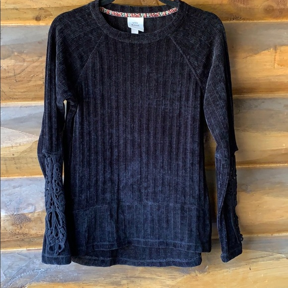 Black sweater with lace detailed sleeves
